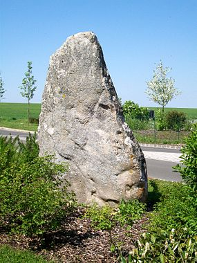 Borest (60), menhir dit la Queue de Gargantua.jpg