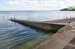 Breakwater on the sea wall in Dawlish (4913).jpg