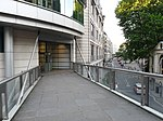 File:Bridge from Nettleton Court to One London Wall view southeast 01.jpg