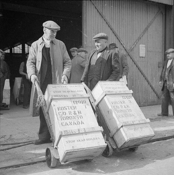 File:Britain Delivers the Goods in Wartime- Dock Workers in Bristol, England, 1940 D1220.jpg