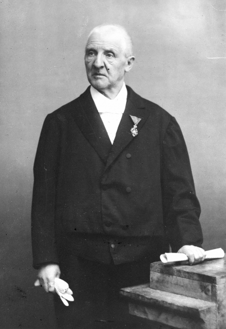 Bruckner with the Order of Franz Joseph, 1886 Bruckner erhaelt Diplom.png