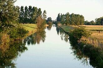 Dives (river) - Image: Brucourt le Grand Canal