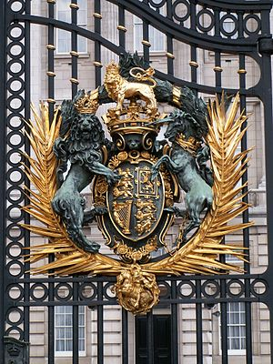 Walter Gilbert (sculptor) - Image: Buckingham Gate 1 db