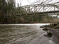 Bullrun pipeline on Sandy River, Oregon - panoramio.jpg