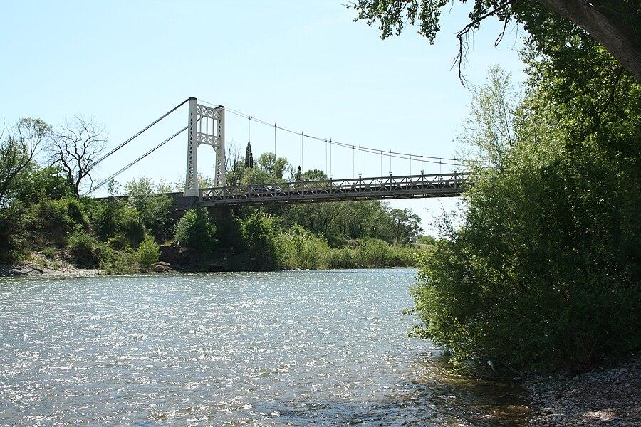 Canet (Hérault) - pont suspendu sur l'Hérault.