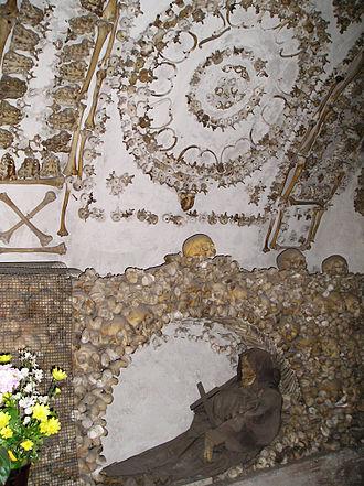 Santa Maria della Concezione dei Cappuccini - Side second ossuary's chaptel.