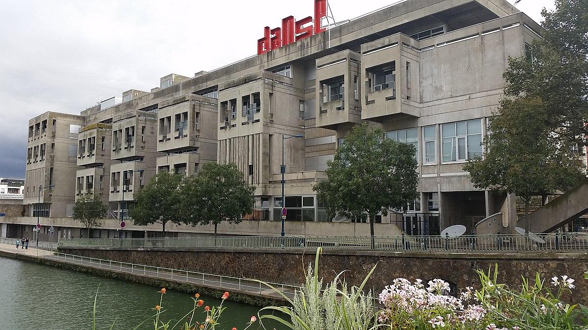 Centre national de la danse, ancien centre administratif de Pantin, réalisé par l'architecte brutaliste Jacques Kalisz
