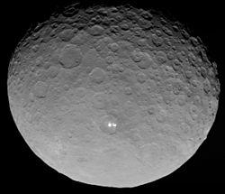 Ceres, fotografiert am 4. Mai 2015 von der Raumsonde Dawn aus 13.600 km Entfernung