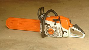 Chainsaw safety features - Image: Chainsaw ms 280c 1