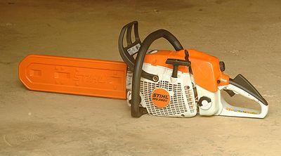 Chainsaw safety features wikipedia a chainsaw with protective scabbard over the bar and chain greentooth Choice Image