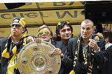 Stiepermann, Schmelzer, Hummels e Großkreutz celebrano la vittoria del Borussia Dortund nella Fußball-Bundesliga 2010-2011.