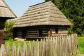 Chata mniejszości ukraińskiej z Maramuresz.png