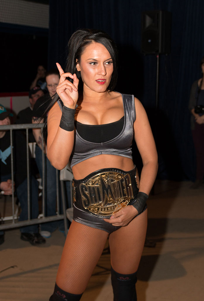 [Concours de popularité] Women's Revolution - Page 5 697px-Cheerleader_Melissa_with_Shimmer_belt_2014
