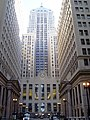 Chicago Board of Trade center, Continental Illinois Bank left, Federal Reserve Band right.jpg