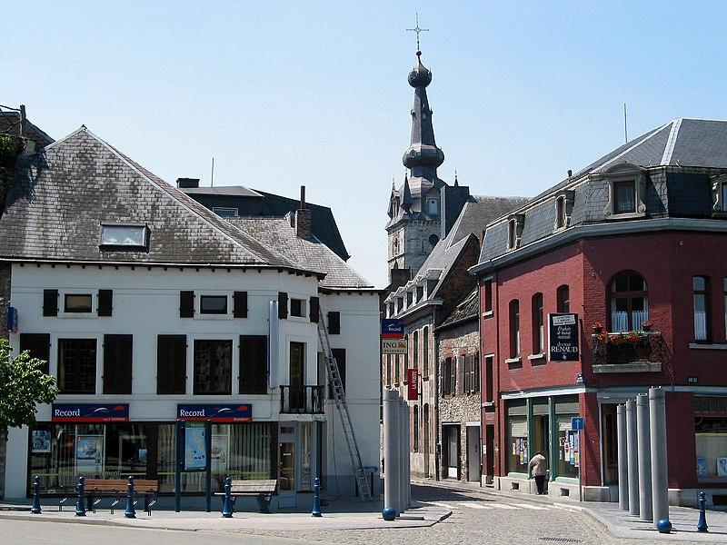 Chimay (Belgique), le début de la rue Rogier.
