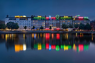 Cityscape and skyline by the Copenhagen Lakes, Denmark - (36018109956).jpg