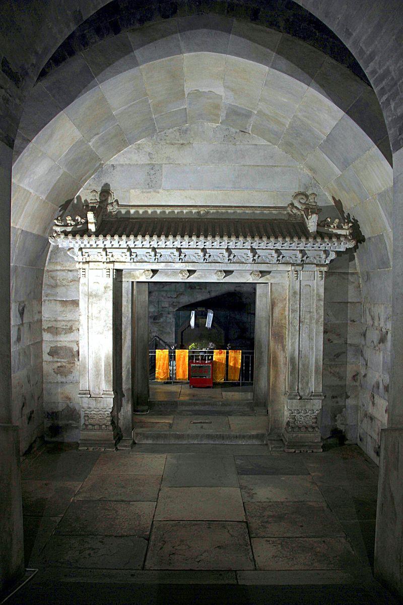 Cixi tomb underground 2011 11.jpg
