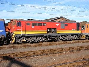 South African Class 18E, Series 2 - No. 18-677, ex Series 3 no. E1322, with narrow stirrup step