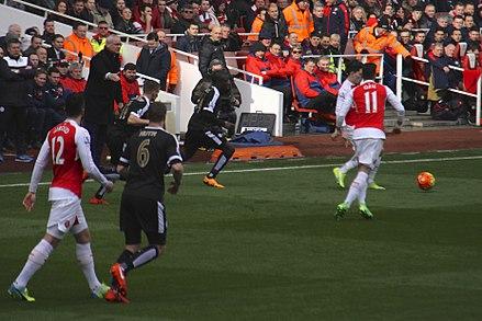 6da1ca72c The Arsenal hug the touchline on St Valentine s Day