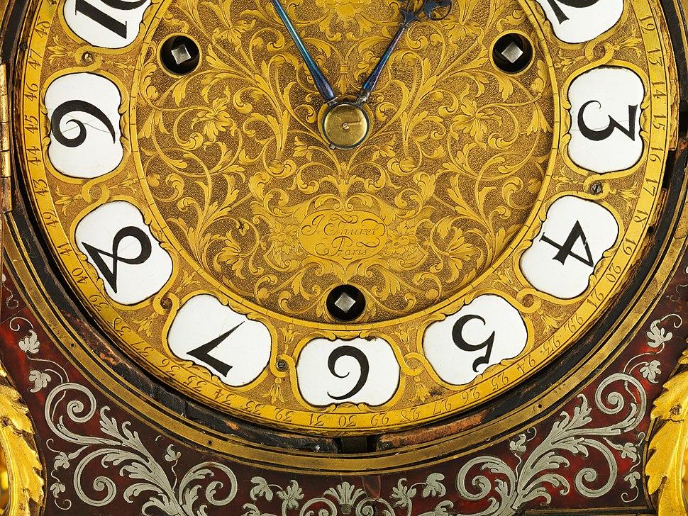 Clock with pedestal MET DP214853