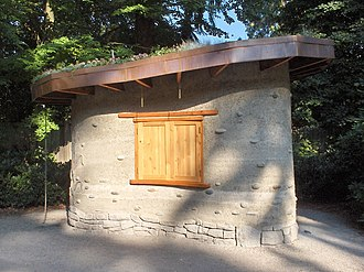 Natural building - A small cob building with a living roof
