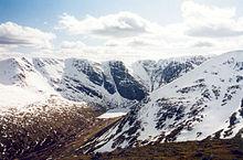 Neve sui monti scozzesi.