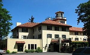 Morris H. Whitehouse - Image: Columbia Gorge Hotel Hood River Oregon