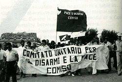 Una manifestazione per la chiusura dell'aeroporto militare di Comiso.