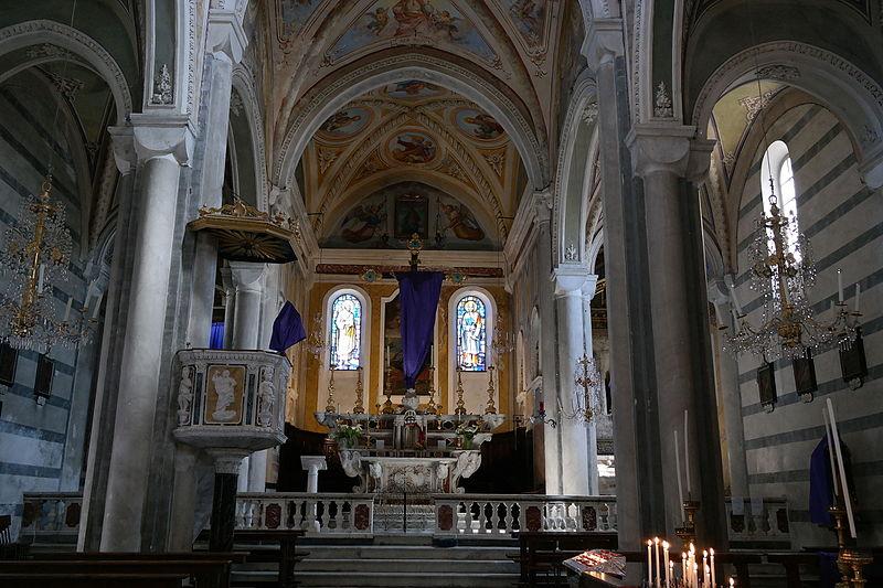 File corniglia chiesa di san pietro interno jpg for Interno san pietro