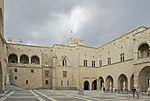 Cour palais grand ma%C3%AEtre Rhodes