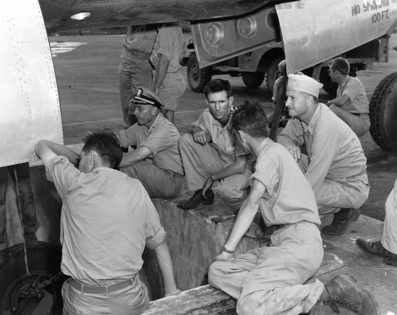 Deak Parsons supervises loading of Little Boy into Enola Gay.jpg