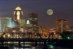 Des Moines skyline night.jpg