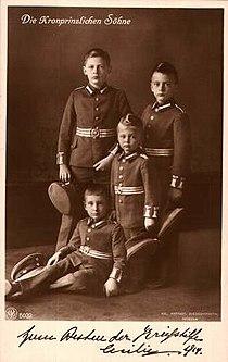 Die Kronprinzlichen Söhne (in Uniform). Kriegs-Wohlfahrtskarte, 1914.jpg