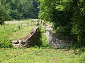 Dry Canal Locks at Combe Hay.JPG