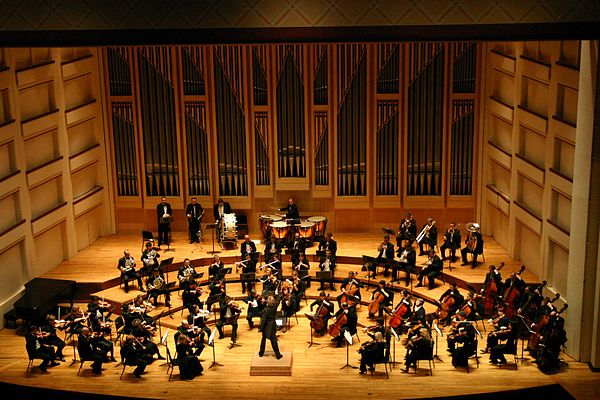 The Dublin Philharmonic Orchestra performs Tchaikovsky's Fourth Symphony Dublin Philharmonic Orchestra performing Tchaikovsky's Symphony No 4 in Charlotte, North Carolina.jpg