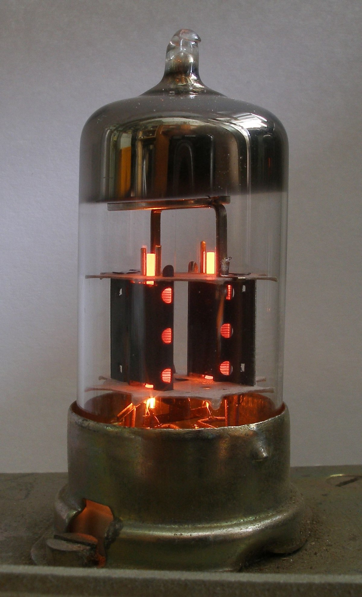 Triode Wikipedia Make An Am Radio Receiver With Three Transistors Circuit Caroldoey