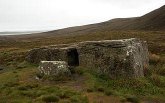 The Dwarfie Stane ~ Built By Ancient Dwarfs? 330px-Dwarfie_Stane_20110601