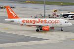 EasyJet, G-EZDW, Airbus A319-111 (22426213943).jpg