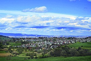 "A view of the village of Neilston, with the city of <a href=""http://search.lycos.com/web/?_z=0&q=%22Glasgow%22"">Glasgow</a> in the distance"