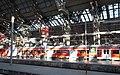 Eine Plattform der Frankfurter Hauptbahnhof フランクフルト中央駅のプラットホーム - panoramio.jpg