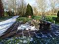 Eisblöcke auf dem Friedhof Aldenburg.jpg