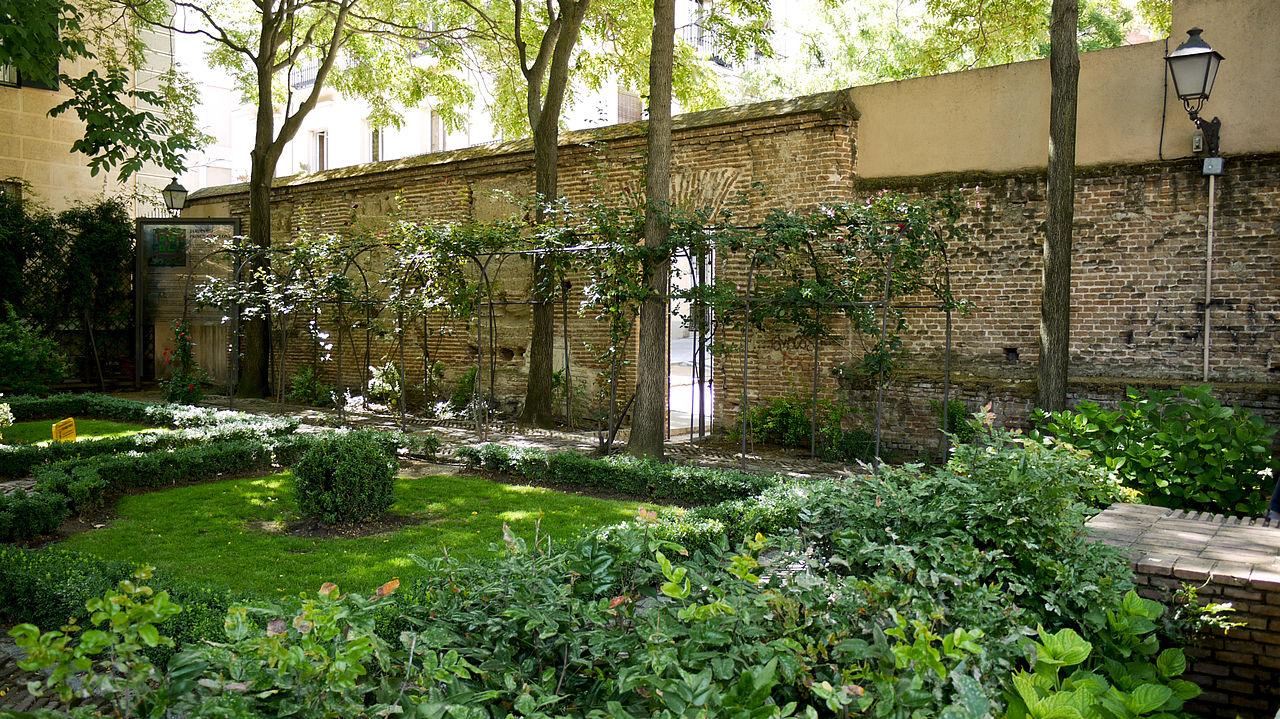 http://upload.wikimedia.org/wikipedia/commons/thumb/1/19/El_Jardin_del_Principe_de_Anglona05.jpg/1280px-El_Jardin_del_Principe_de_Anglona05.jpg