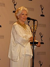 Burstyn at the 2009 Creative Arts Emmy Awards.