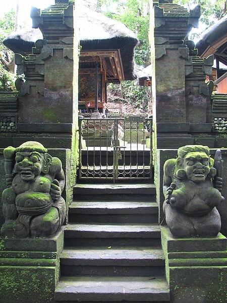 File:Entrée du Temple de Dalem Agung Padantegal.jpg