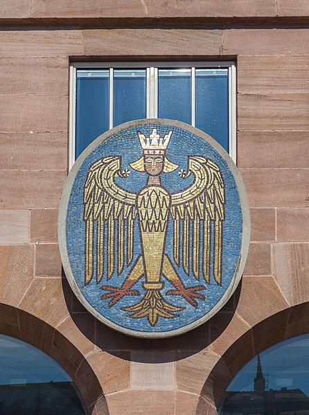 File:Escudo en el edificio del registro civil, Núremberg, Alemania, 2013-03-16, DD 01.jpg