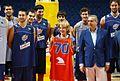 Esperanza Aguirre con la selección española de baloncesto.jpg