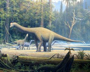 Lebendrekonstruktion eines Jungtiers und eines adulten Exemplars von E. holgeri. Im Hintergrund ziehen Iguanodontiden vorbei.