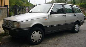 Fiat Duna Weekend 70 (front quarter).jpg