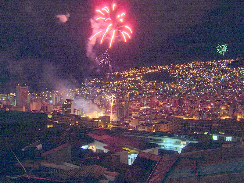 File:Fireworks over La Paz.jpg
