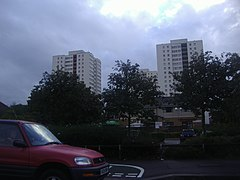 Flats by London Road, Isleworth (geograph 3645021).jpg
